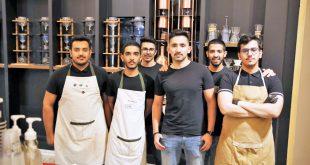 سعوديون يصنعون القهوة بنكهات عالمية