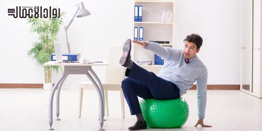 ممارسة التمارين الرياضية في العمل