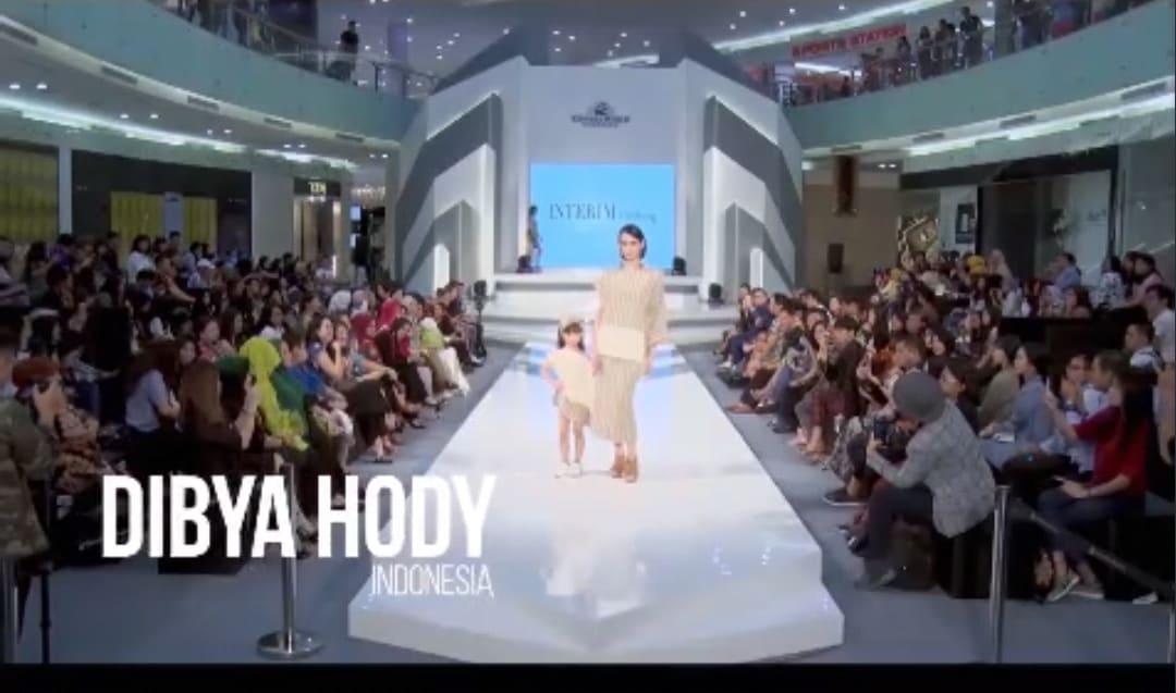 عرض أزياء افتراضي