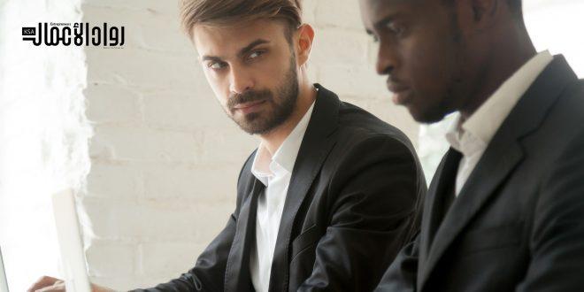 كيف تتجنب خبث الزملاء في العمل؟