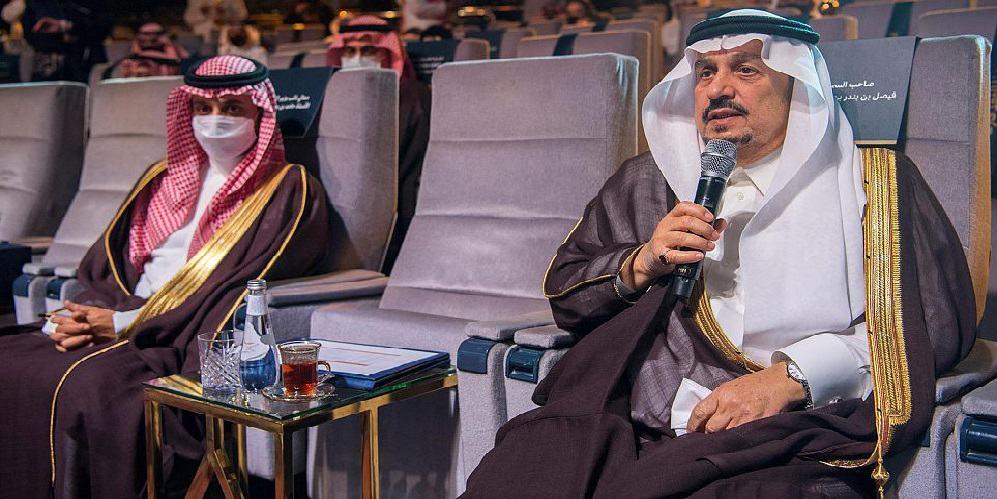 """أمير منطقة الرياض يكرم الفائزين في مبادرة """"الجوائز الثقافية الوطنية"""""""